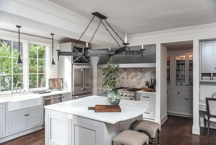 TOP 10 cách trang trí tủ bếp không sát trần cho phòng bếp hoàn hảo