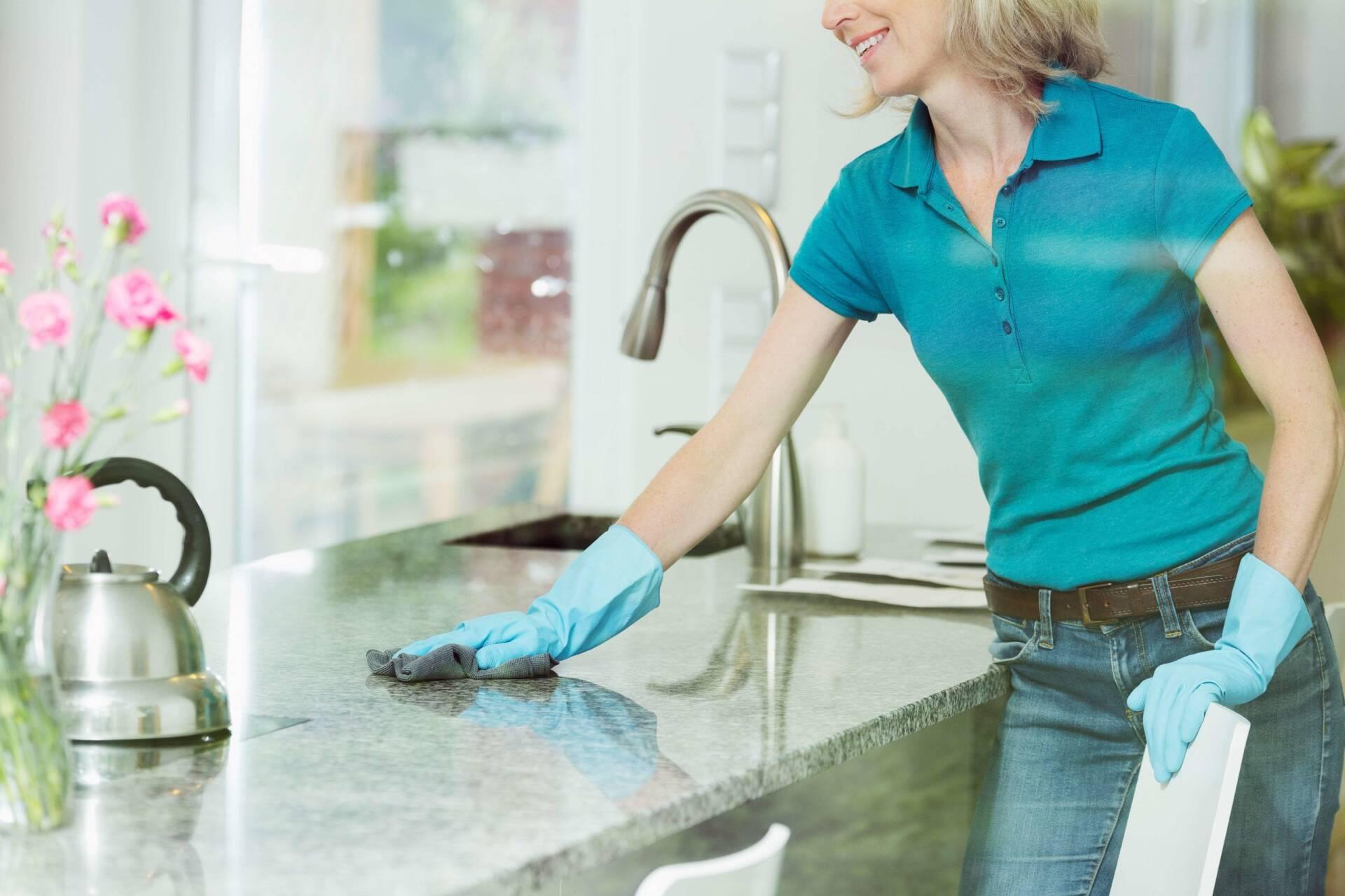 Chia sẻ kinh nghiệm vệ sinh phụ kiện tủ bếp inox đơn giản