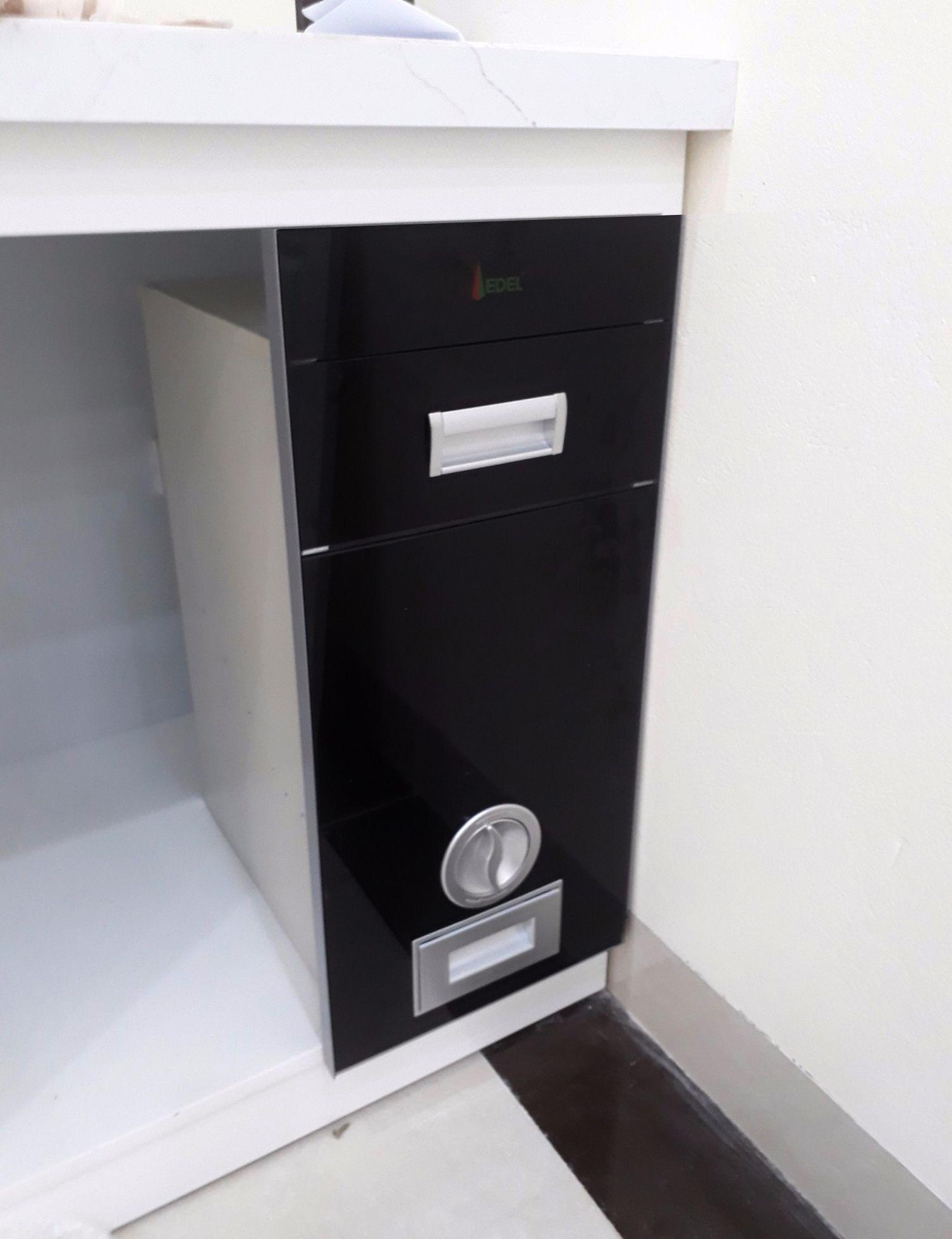 Thùng gạo âm tủ trong nội thất bếp gia đình